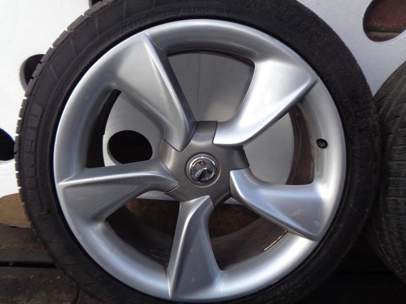 Astra J GTC 2010-ON Petrol Alloy Wheel 5 Stud Tyre 235/45/19 AAC6