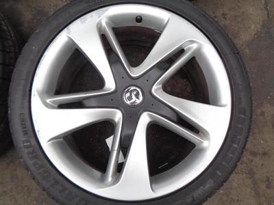 "Astra J Alloy Wheels & Tyres 235-40-19"" 5 Stud Petrol Models 13391743 AAVA"
